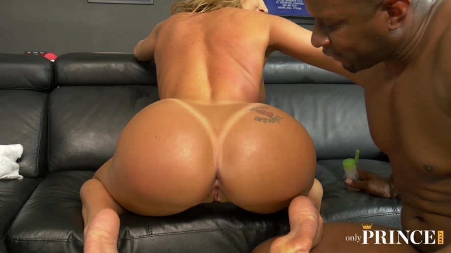 Richelle Ryan Big Boobed MILF Offers Up Her Eager Holes